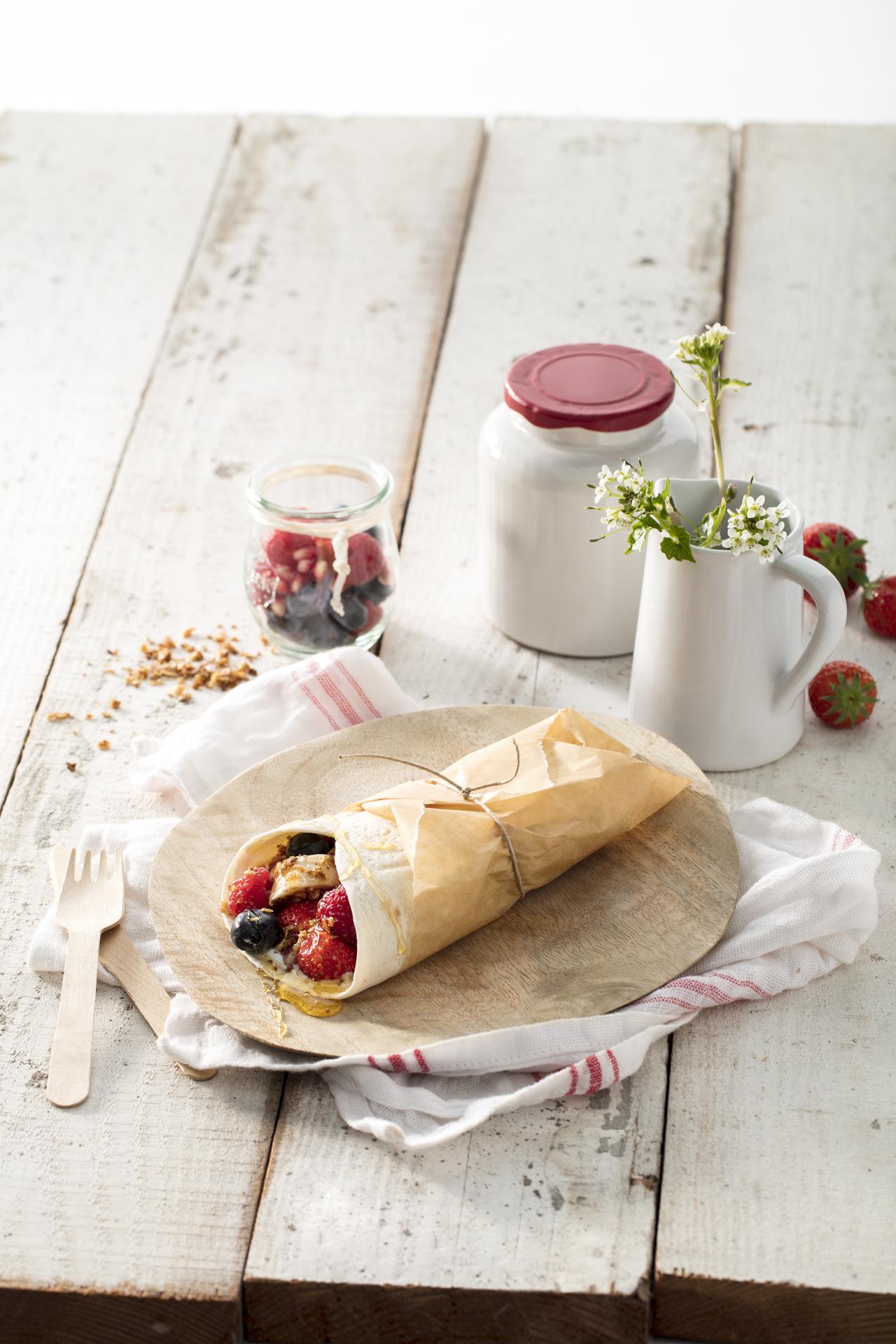 Ontbijtwrap met fruit en granola